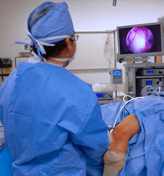 Meddi-artroscopia-de-rodilla-Dr Enrique Reynaga